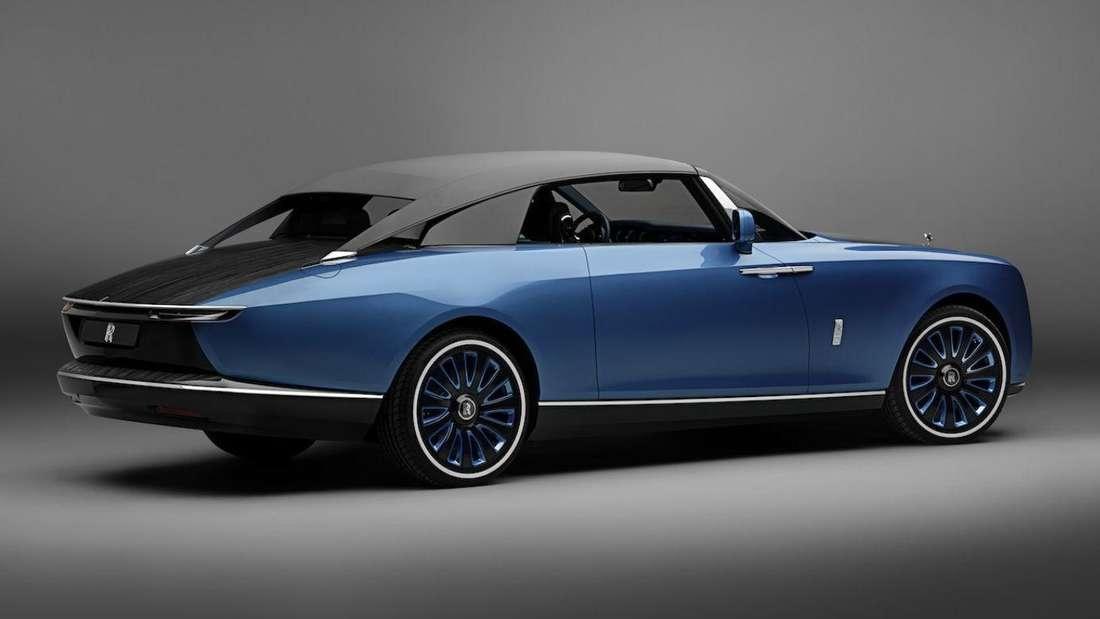Der blaue Rolls-Royce Boat Tail von rechts hinten
