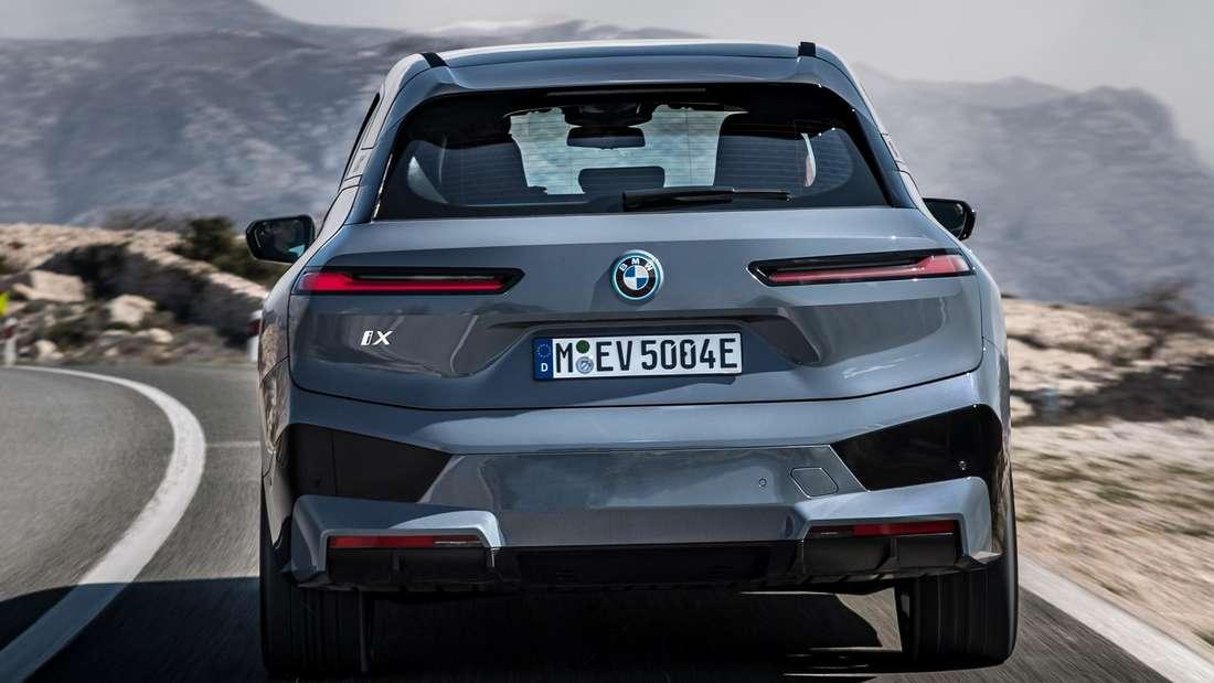 Der BMW iX von hinten