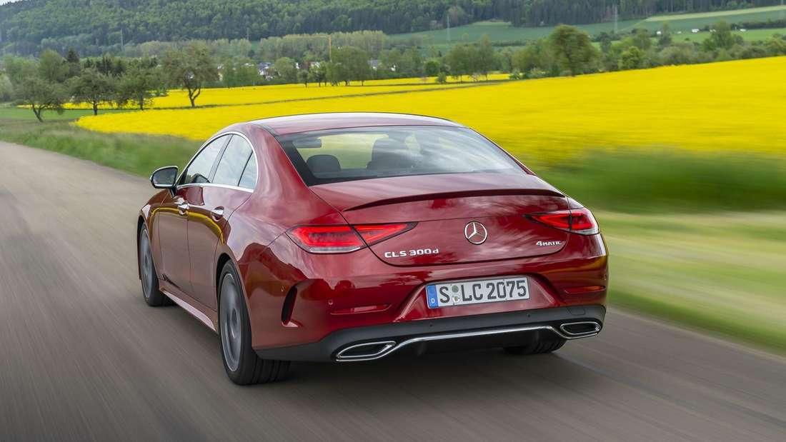 Mercedes-Benz CLS 300 d, fahrend von hinten