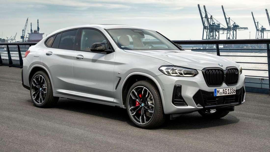 Der BMW X4 Facelift 2021 von links vorne