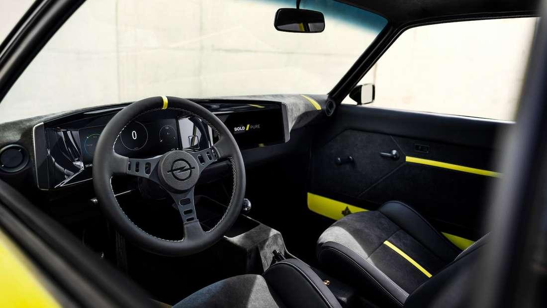 Das Cockpit des vollelektrischen Opel Manta GSe