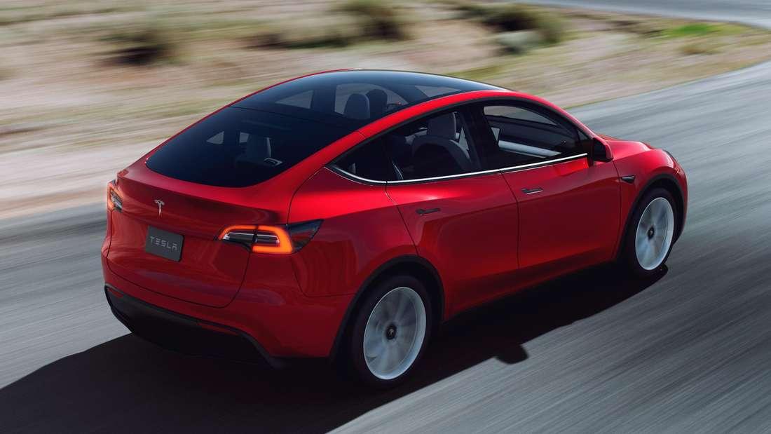 Tesla Model Y, fahrend
