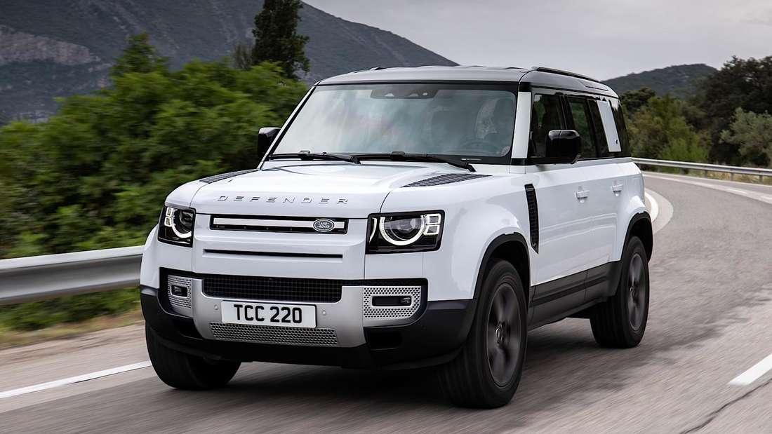 Fahraufnahme eines Land Rover Defender