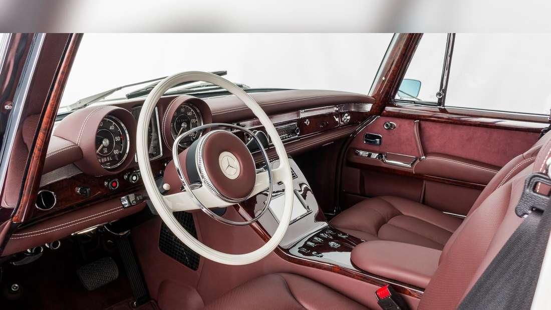 Blick in den Innenraum des restaurierten Mercedes 600 Pullman