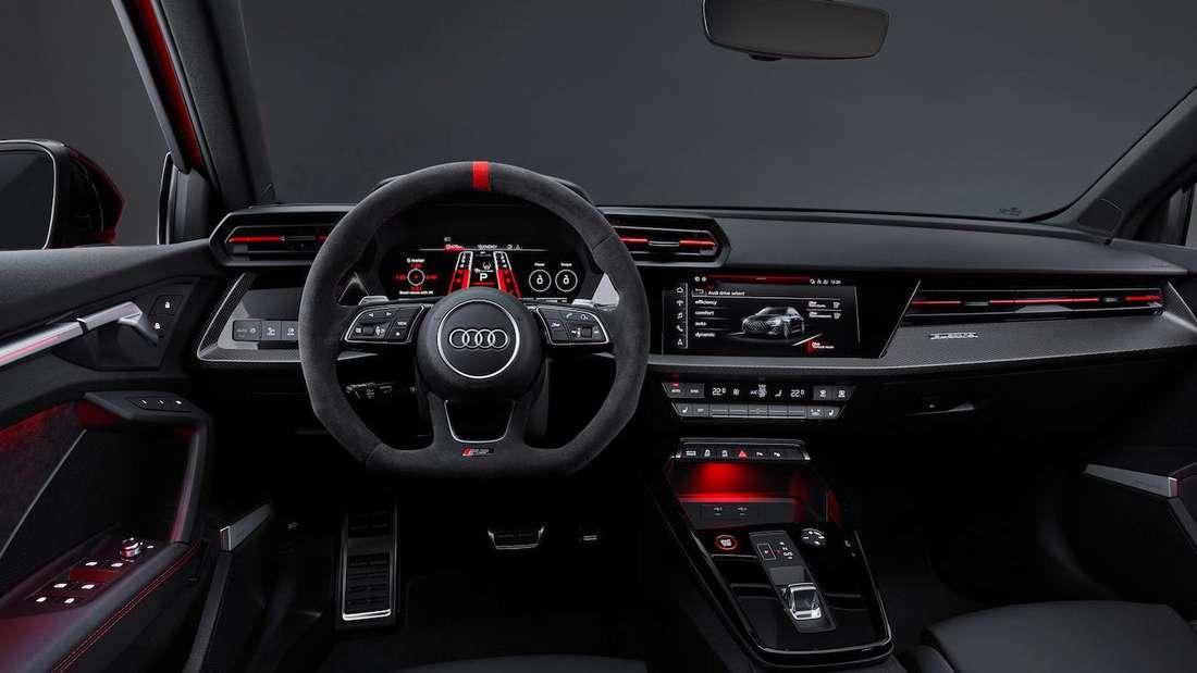 Blick ins Cockpit eines Audi RS3