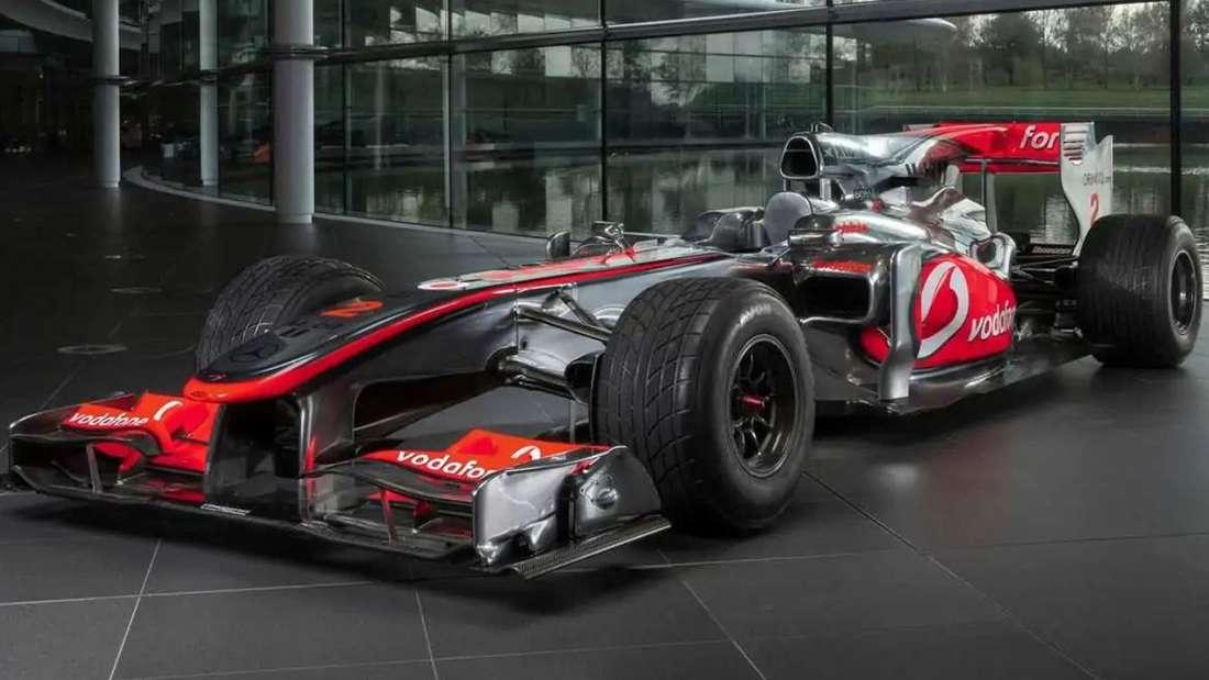 Formel-1-Wagen McLaren MP4-25A, stehend.