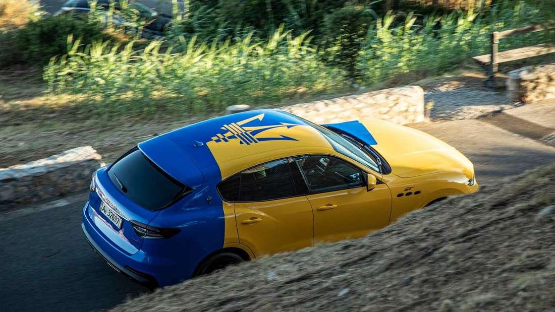 Fahraufnahme eines Maserati Levante Hybrid