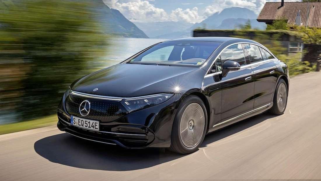 Fahraufnahme eines Mercedes EQS 580 4matic