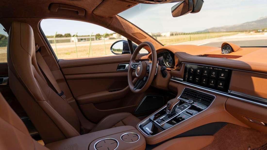 Blick in den Innenraum eines Porsche Panamera 4S E-Hybrid Sport Turismo