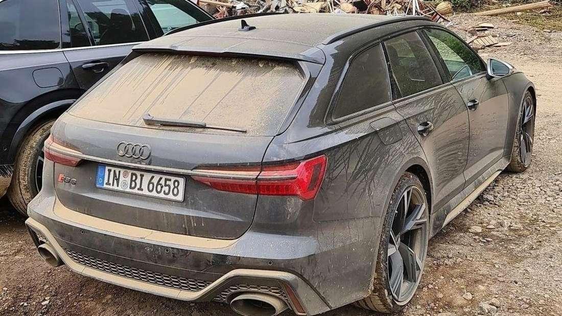 Audi RS 6 Avant, dreckig, stehend, nach der Flut auf dem Nürburgring