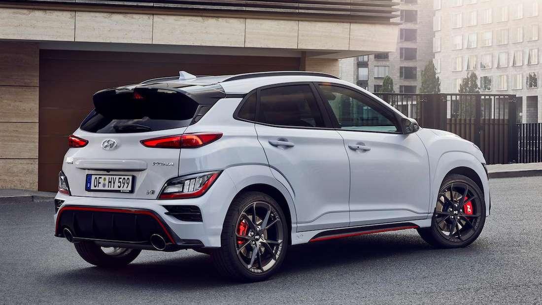 Hyundai Kona N, stehend, von seitlich hinten