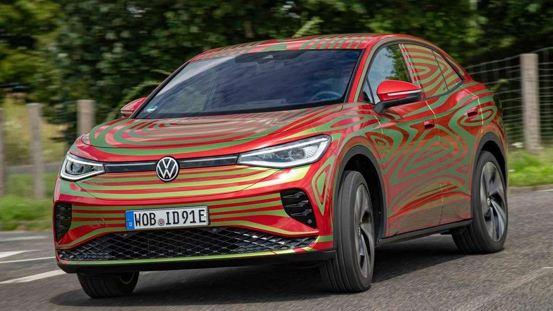 Getarnter VW ID.5 GTX, fahrend