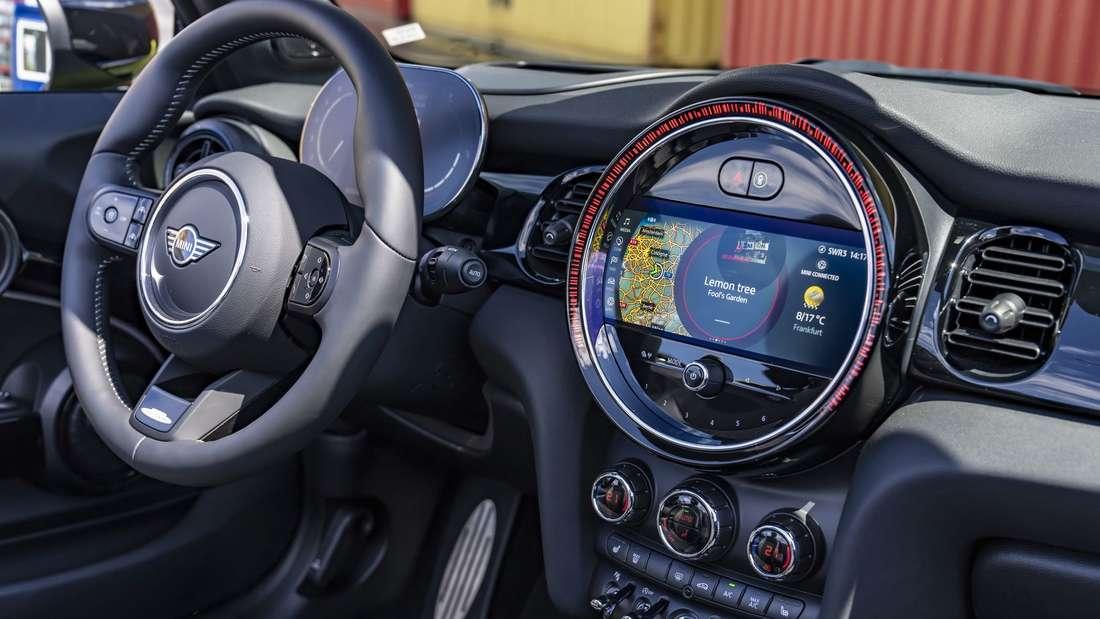 Cockpit des Mini JCW Cabrio