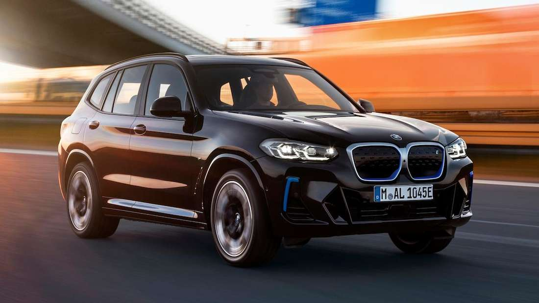 BMW iX3, fahrend