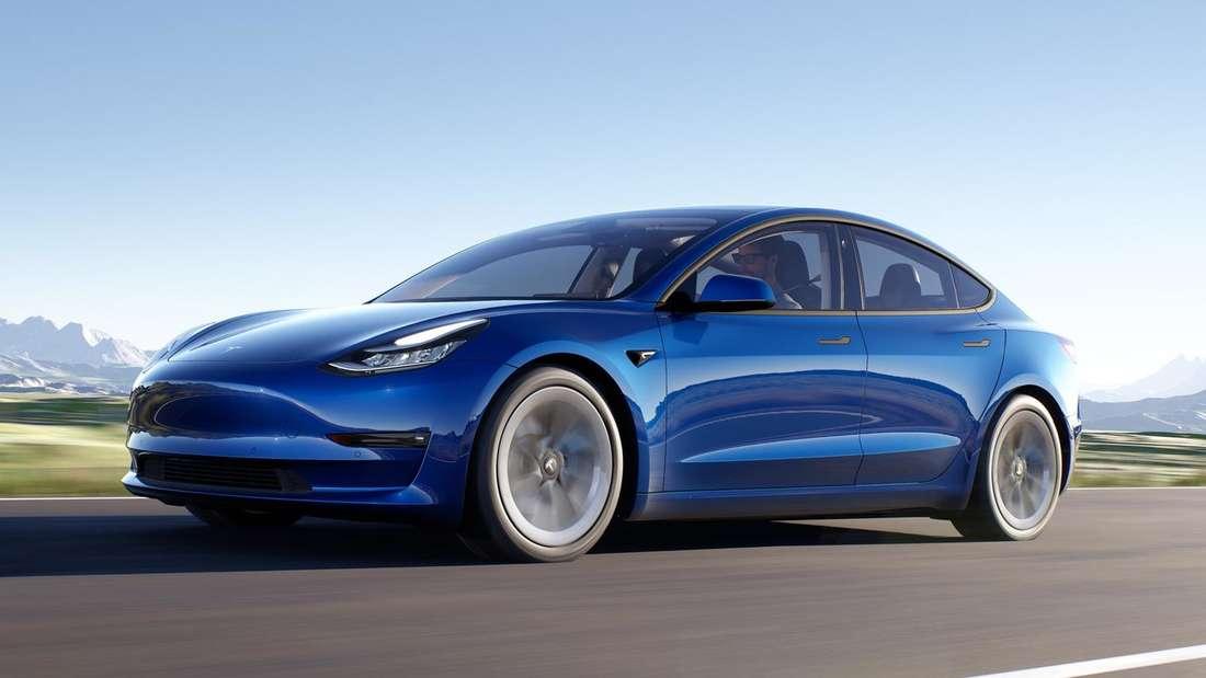 Tesla Model 3, fahrend (Symbolbild)