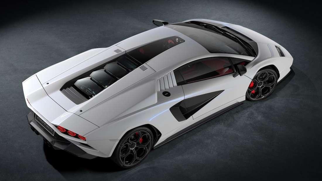 Lamborghini Countach LPI 800-4, stehend