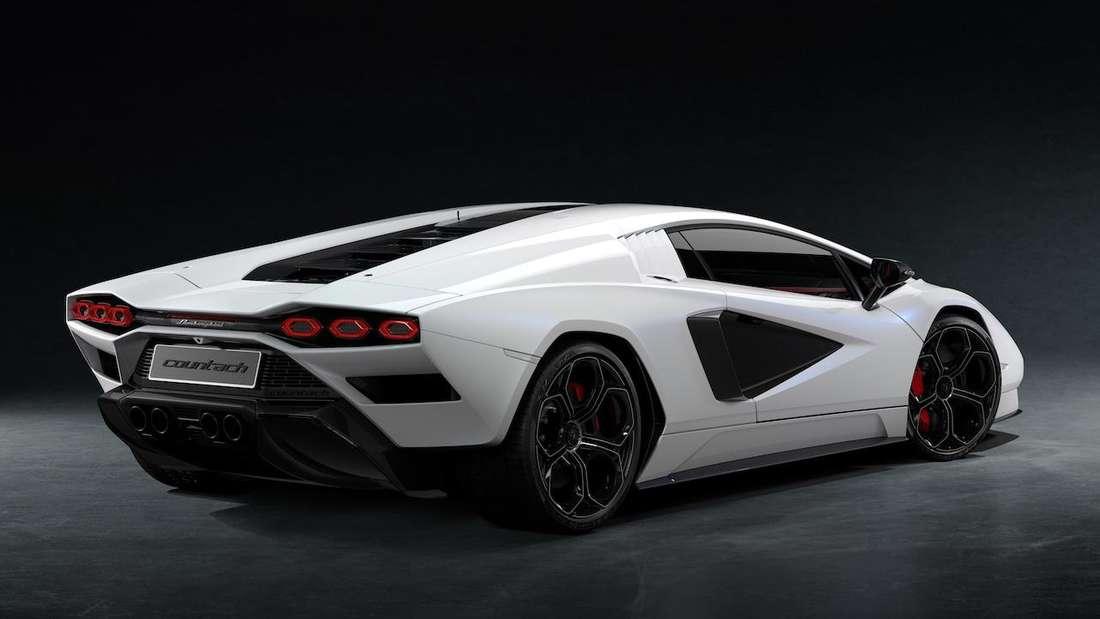 Lamborghini Countach LPI 800-4., stehend