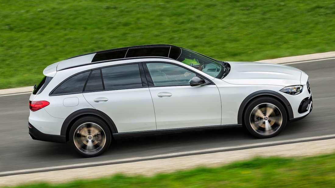 Fahraufnahme einer Mercedes C-Klasse All Terrain