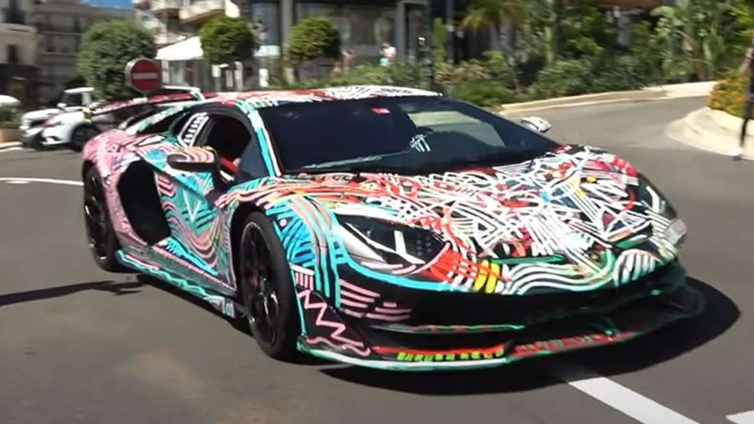 Ein handbemalter Lamborghini Aventador SVJ