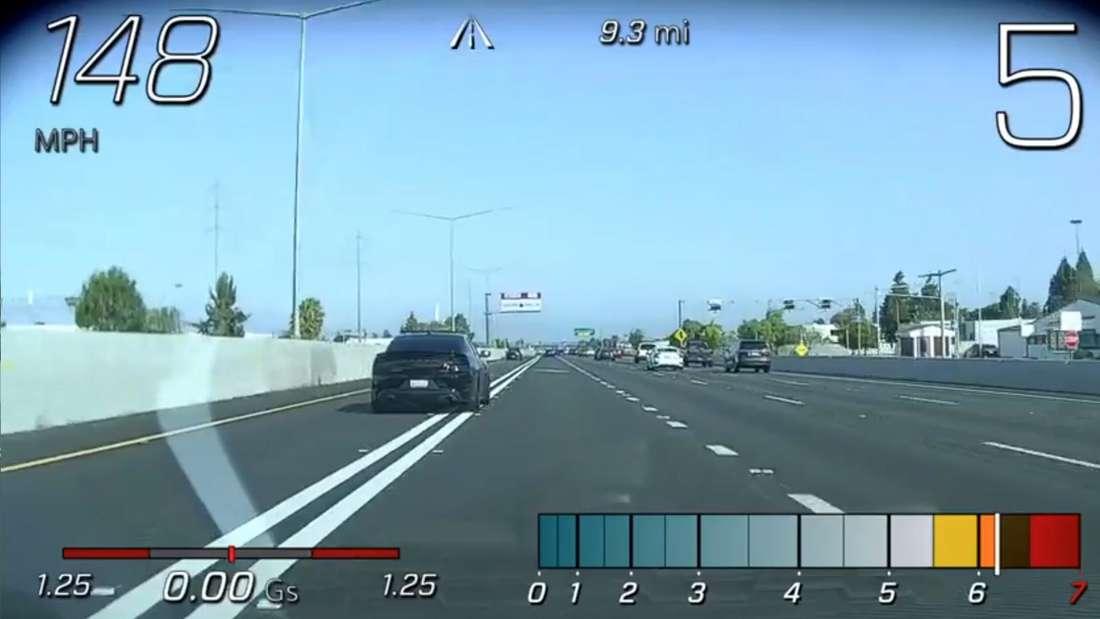Blick aus der Fahrerperspektive der Corvette während der Raser-Aktion