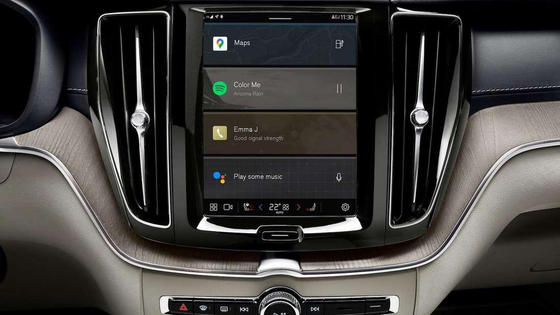 Ein Blick auf den Infotainment-Bildschirm des Volvo XC60 Recharge T8 Polestar Edition
