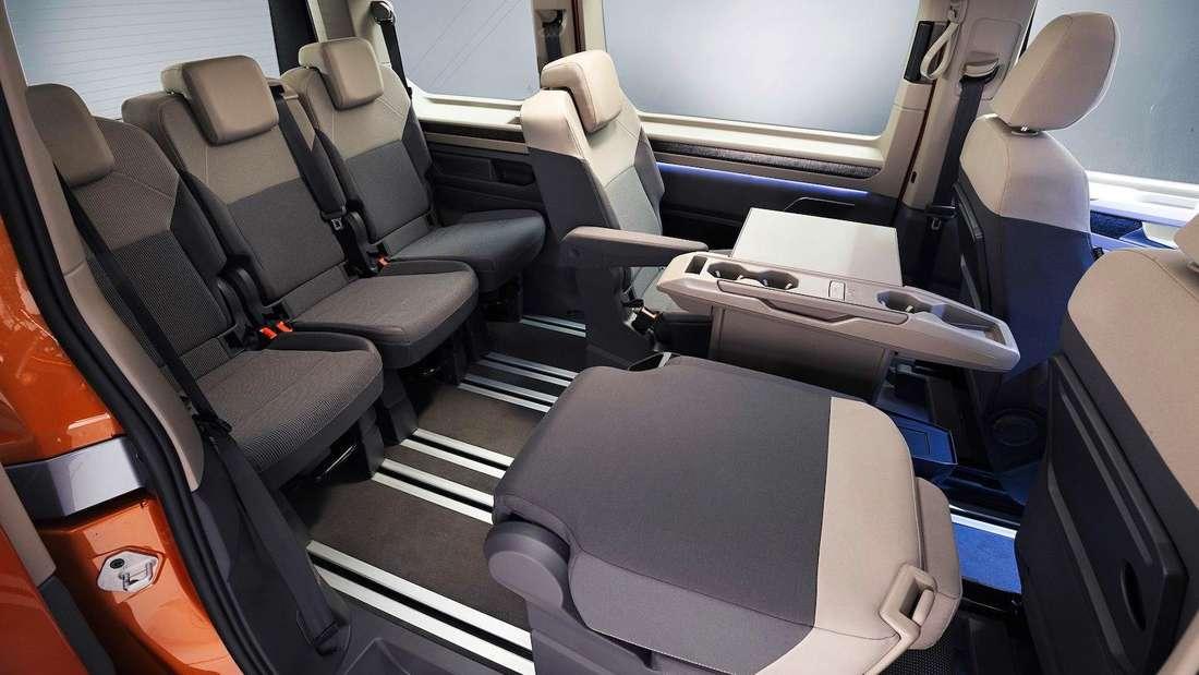 Blick in den Innenraum eines VW T7 Multivan