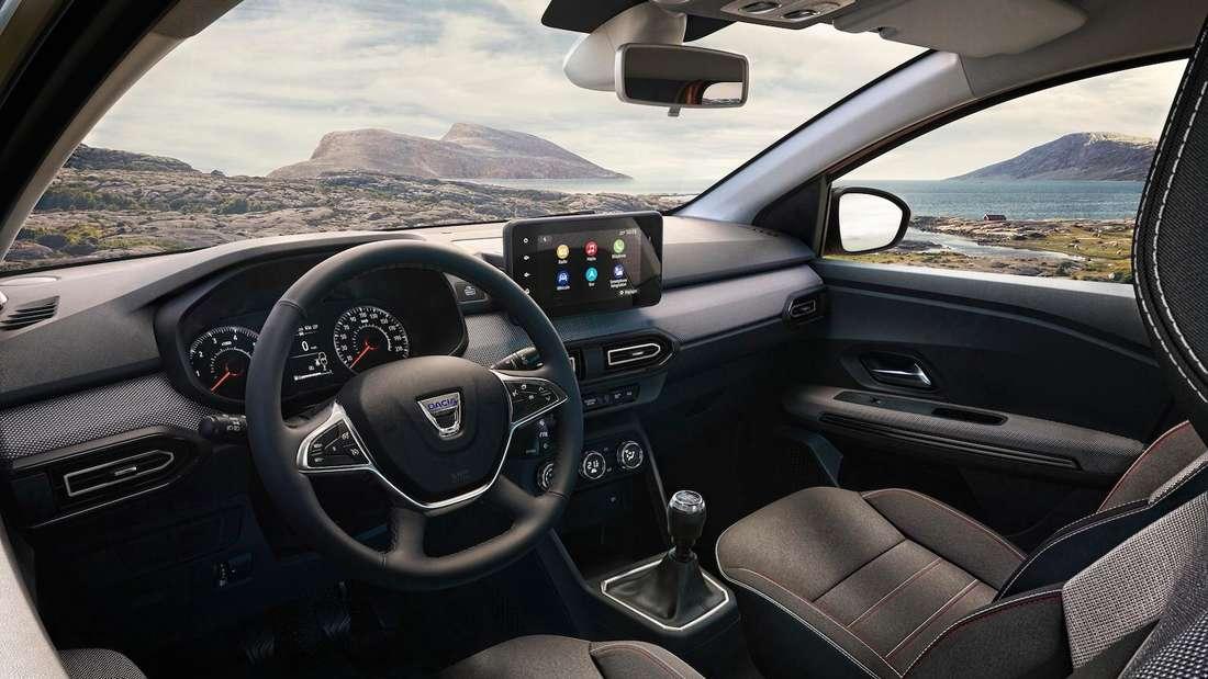 Blick ins Cockpit eines Dacia Sandero