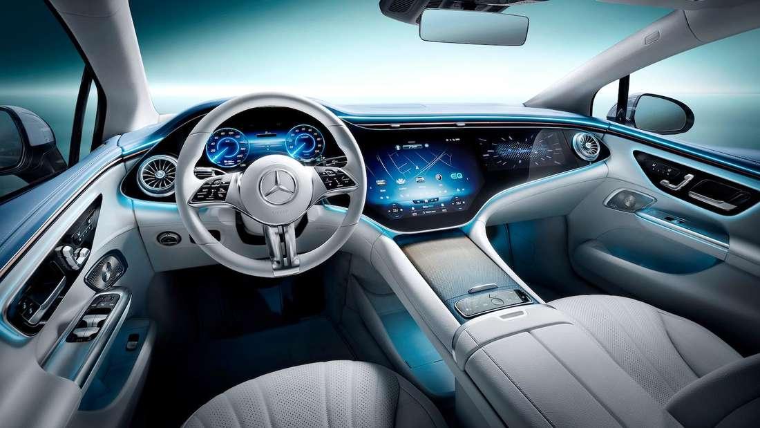 Blick ins Cockpit des Mercedes EQE
