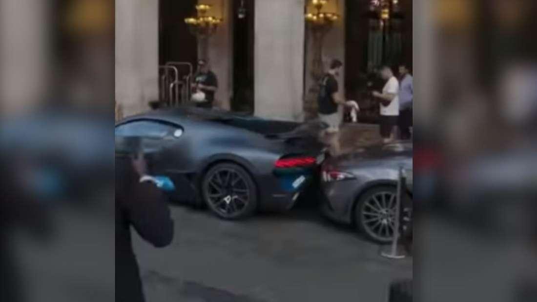 EIn Bugatti Divo touchiert mit dem Heck einen Mercedes CLS