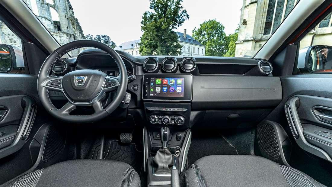 Blick in den Innenraum eines Dacia Duster