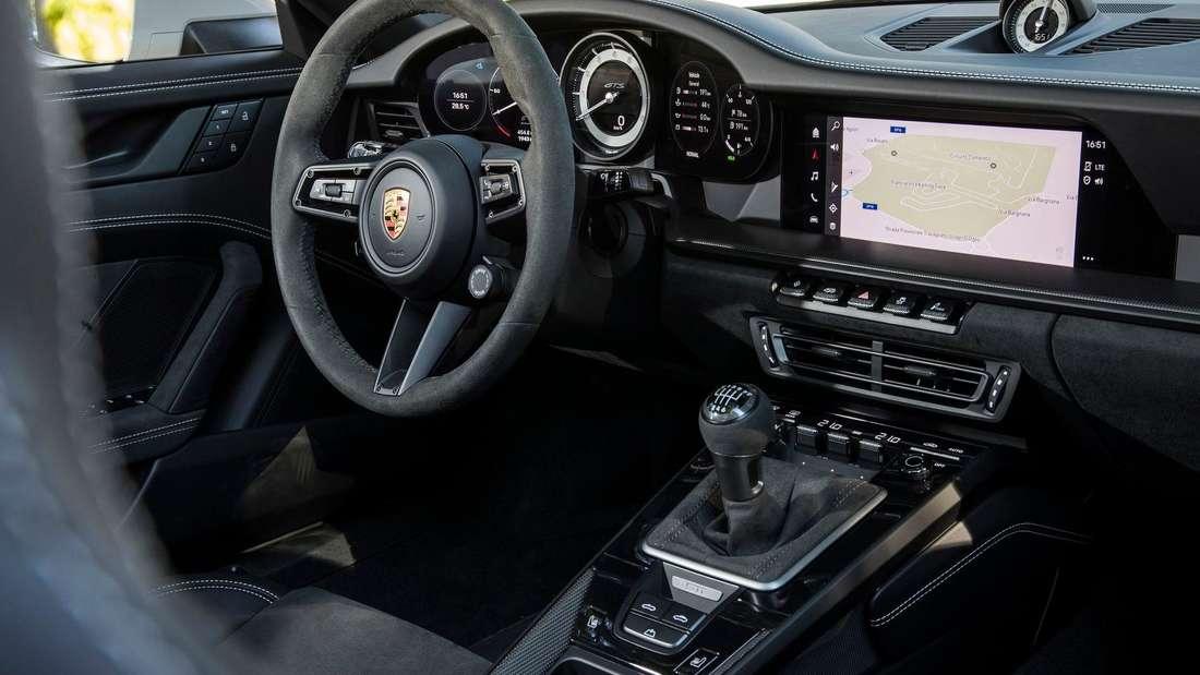 Blick ins Cockpit des Porsche 911 Carrera 4 GTS Cabriolet