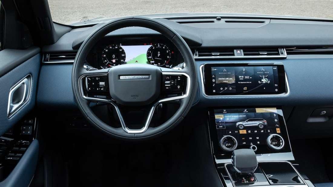 Blick ins Cockpit eines Range Rover Velar