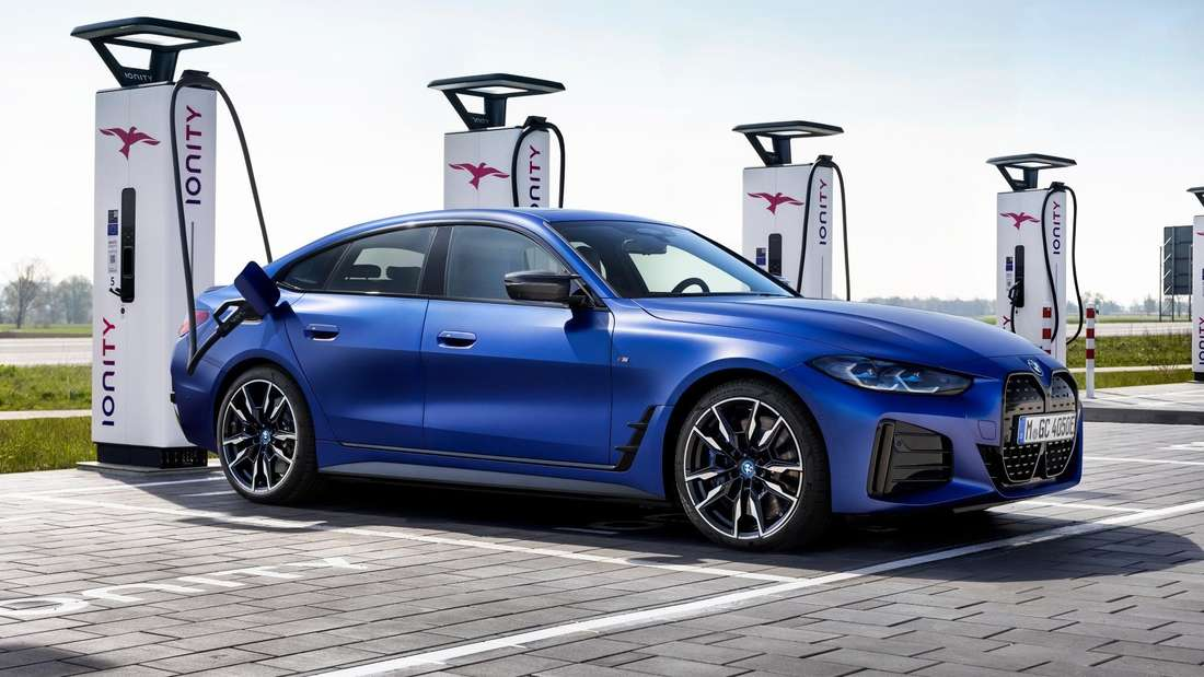 BMW i4 an Ladesäule (Symbolbild)