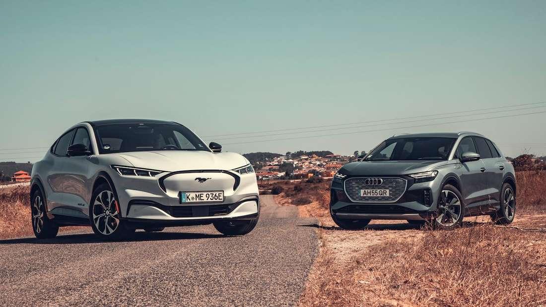 Audi Q4 e-tron und Ford Mustang Mach-E, stehend