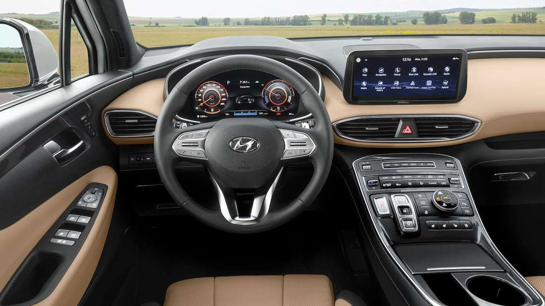 Blick ins Cockpit eines Hyundai Santa Fe