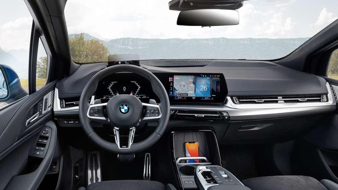 Blick ins Cockpit eines BMW 2er Active Tourer