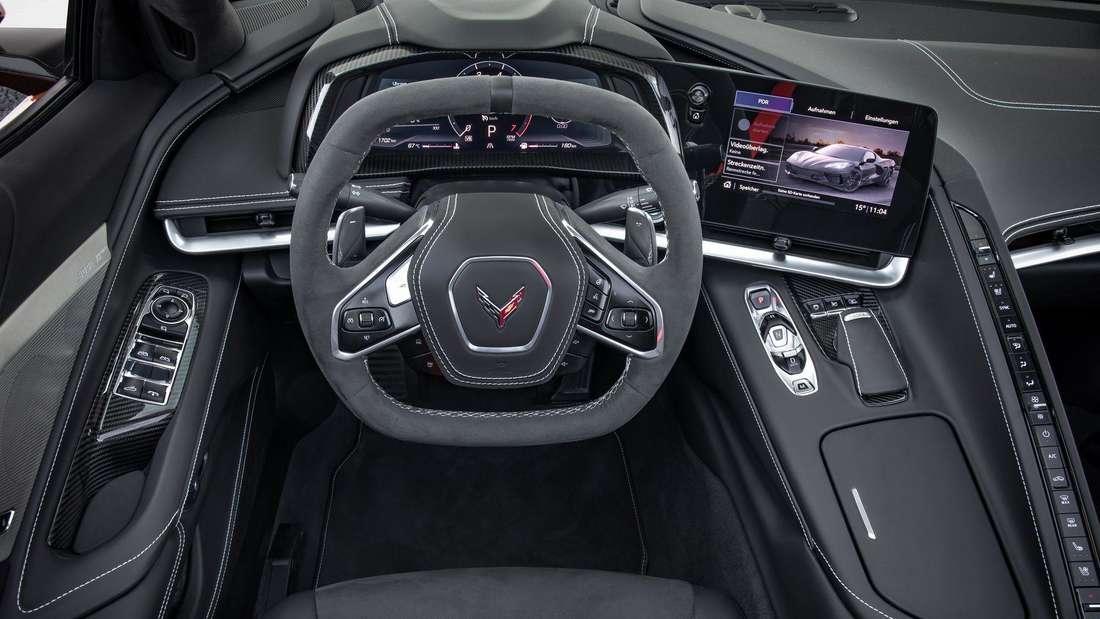 Blick ins Cockpit einer Corvette C8 Stingray