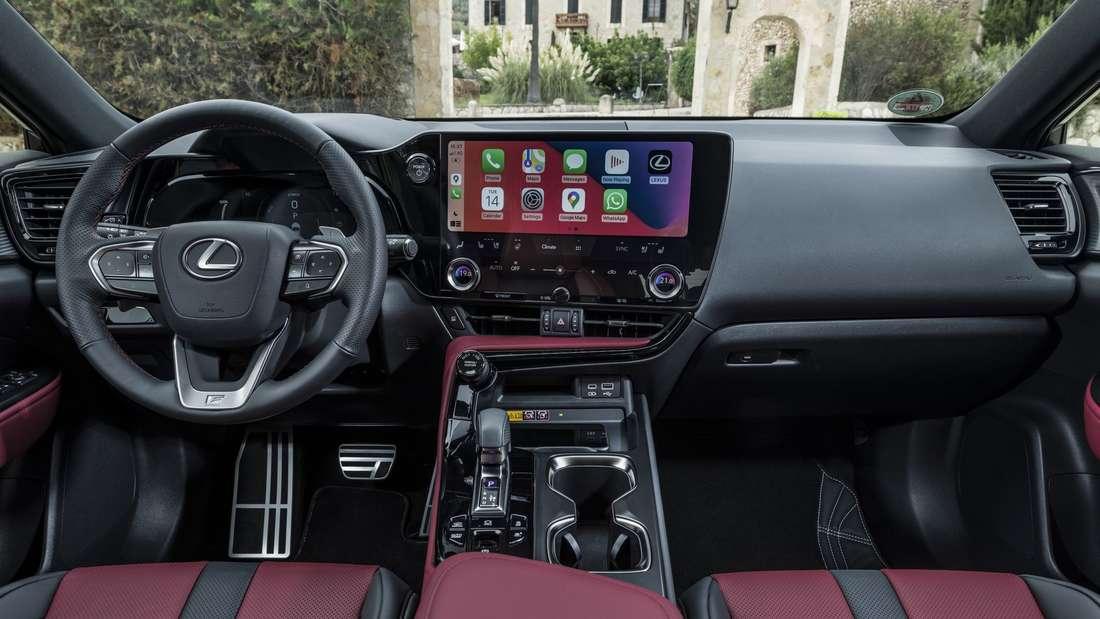 Cockpit des Lexus NX 450h+